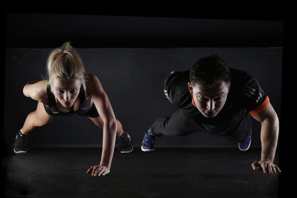 Image of two people working out. UK GOLF BLOGS article on golf fiteness